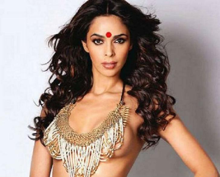 Звезда болливудского кинематографа, СМИ даже называют ее секс-символом. Снимается в основном в Индии