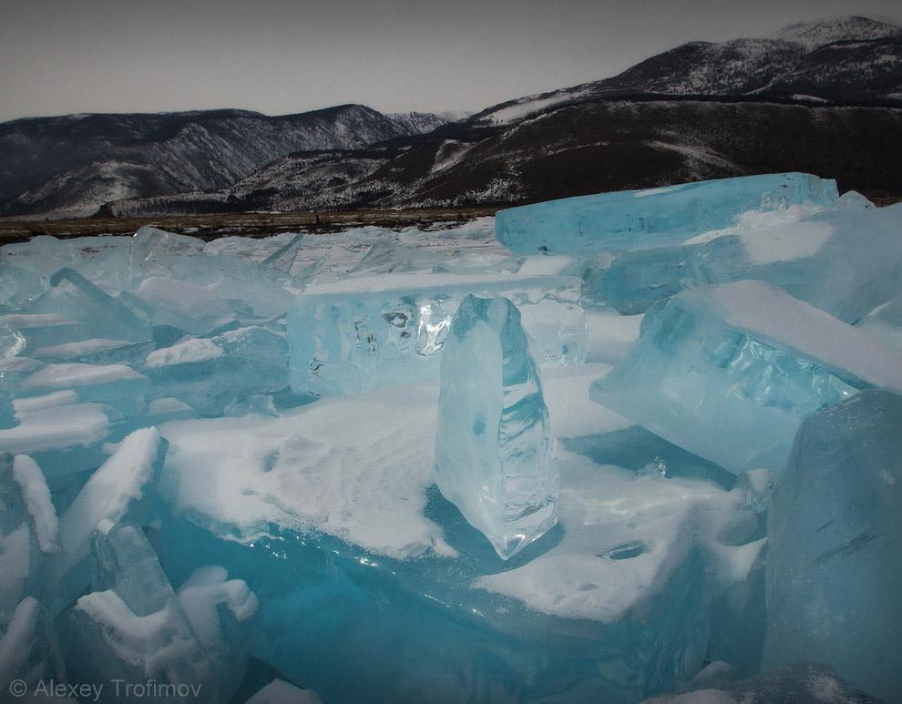 7. Молодая становая щель.   В «хорошие» зимы интересный лед Байкала у мыса Саган-