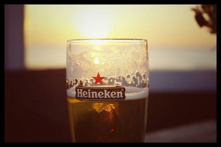 А что может быть лучше, чем, откинувшись на стуле, наслаждаться пивом Heineken в стране, где его и п