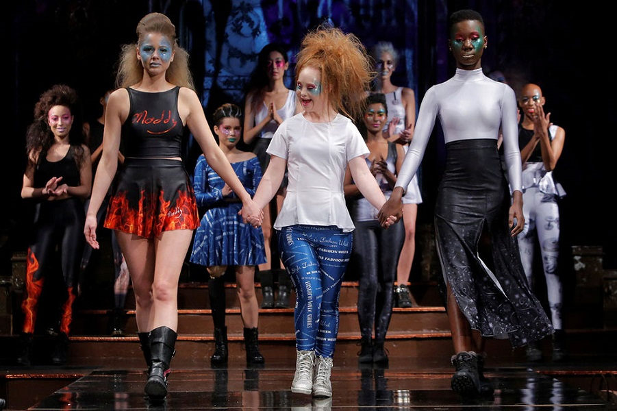 Мэдлин Стюарт, солнечная девочка, модель с синдромом Дауна запускает линию одежды