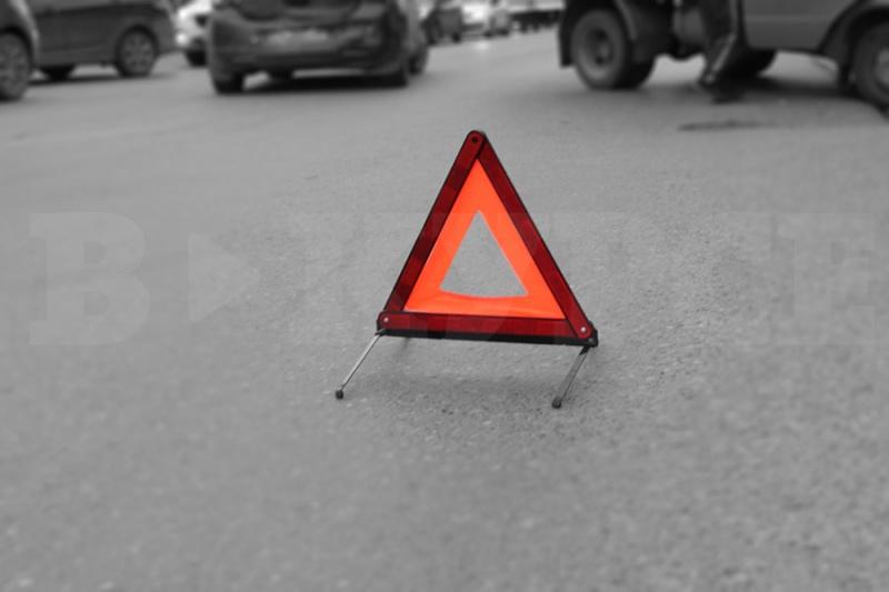 ВПерми иностранная машина протаранила остановку, пострадали два пешехода