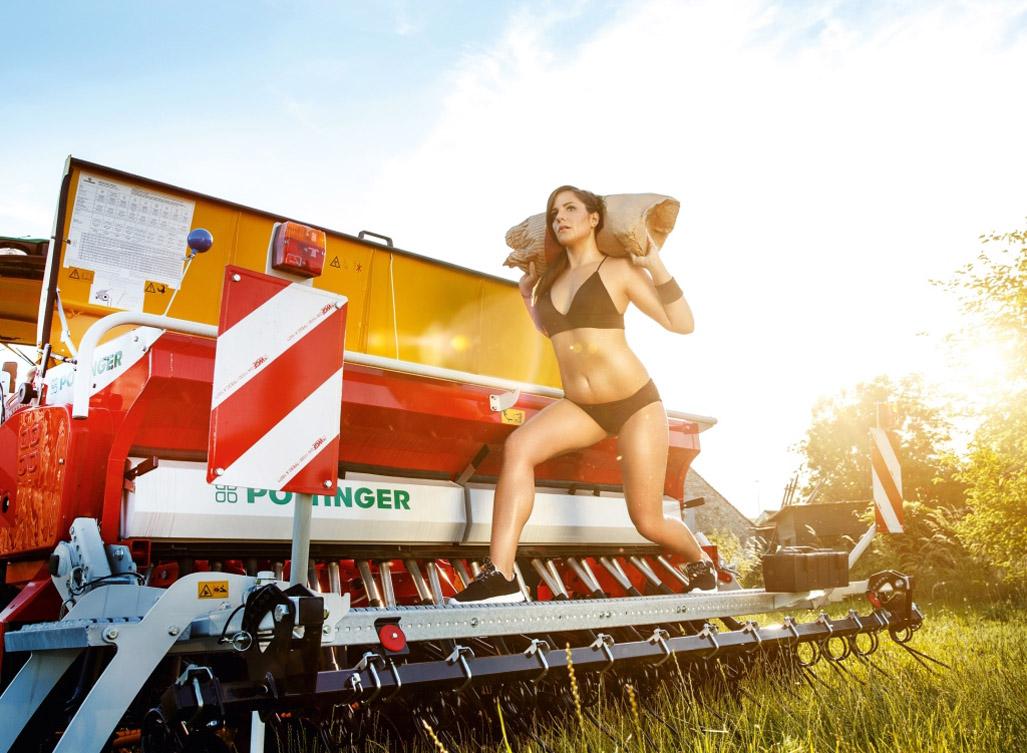 Австрийская версия / Баварские девушки в эротическом календаре для молодых фермеров на 2017 год / Bayern Girls 2017 Jungbauernkalender - Austria