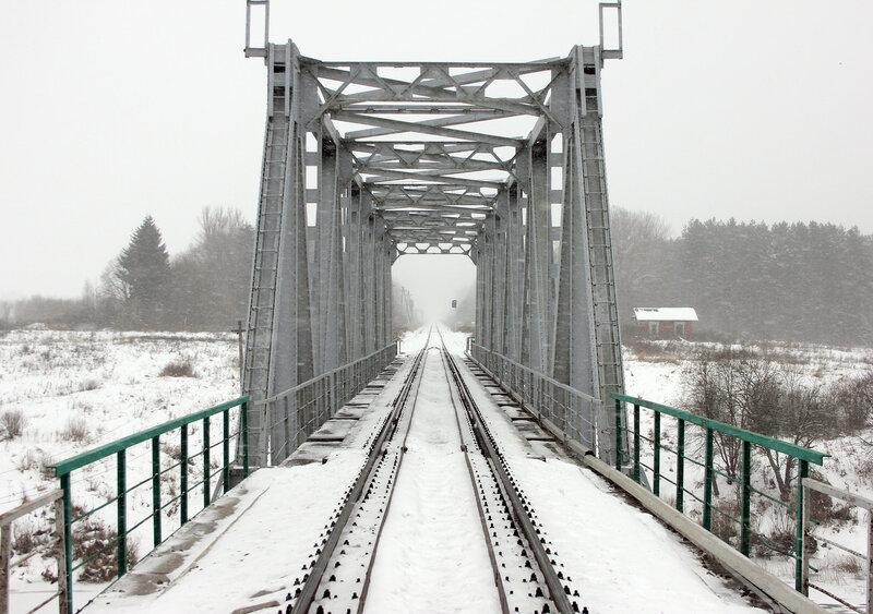 Мост через реку вазуза на перегоне Сычёвка - Новодугинская, вид на Вязьму