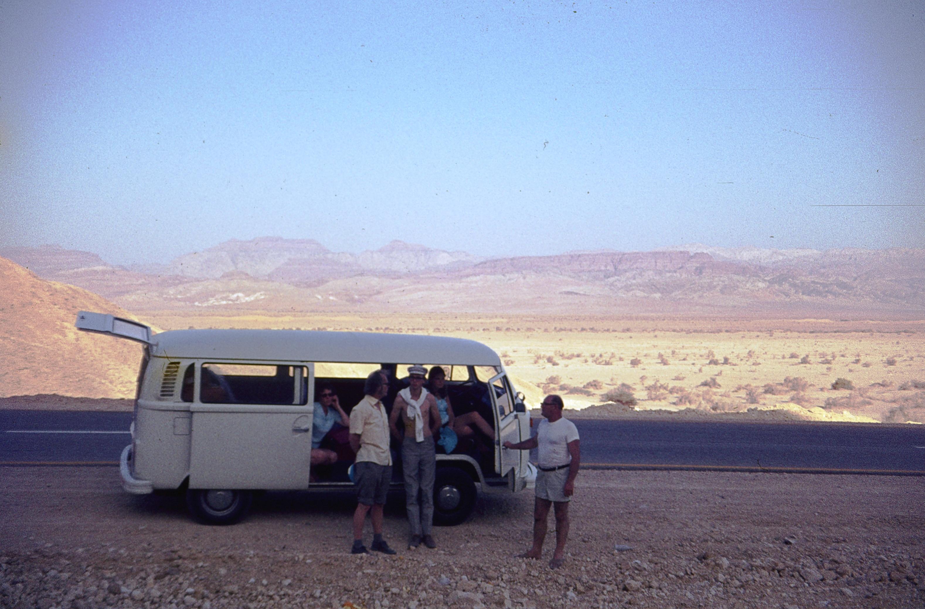 Негев. Остановка на пустынной дороге