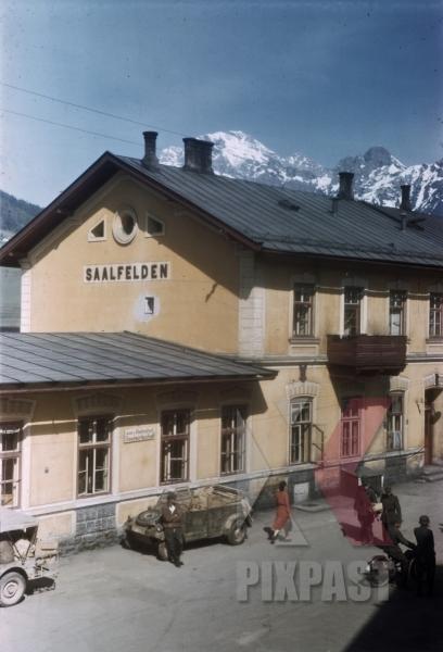 stock-photo-saalfelden-train-station-1945-german-kubelwagen-82-beside-american-willi-jeep-albert-kesselring-surrender--12843.jpg