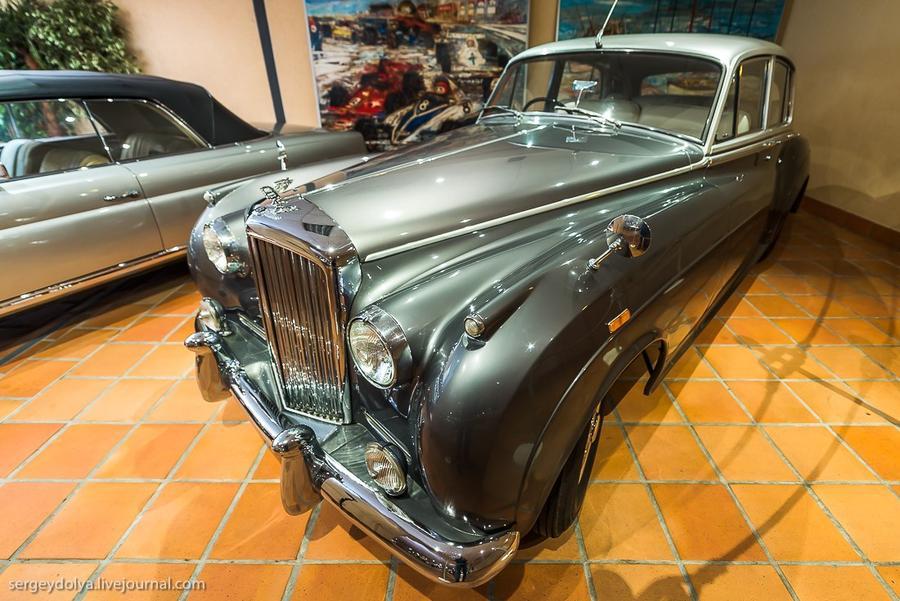 34. А это Bentley 1956-го.