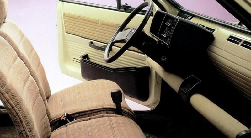 Интерьер Fiat Panda 45 1980–84 Австрийская компания Steyr-Puch, известная своими разработками