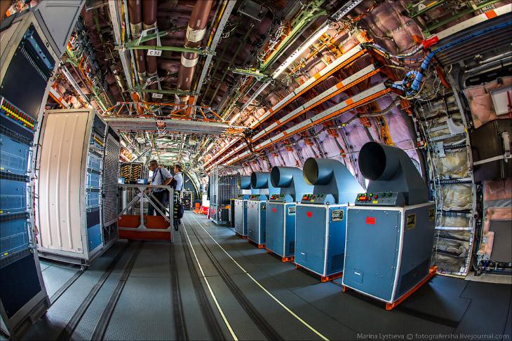 Инженерная станция — здесь сидят специалисты Airbus и снимают все основные параметры, которые выводя