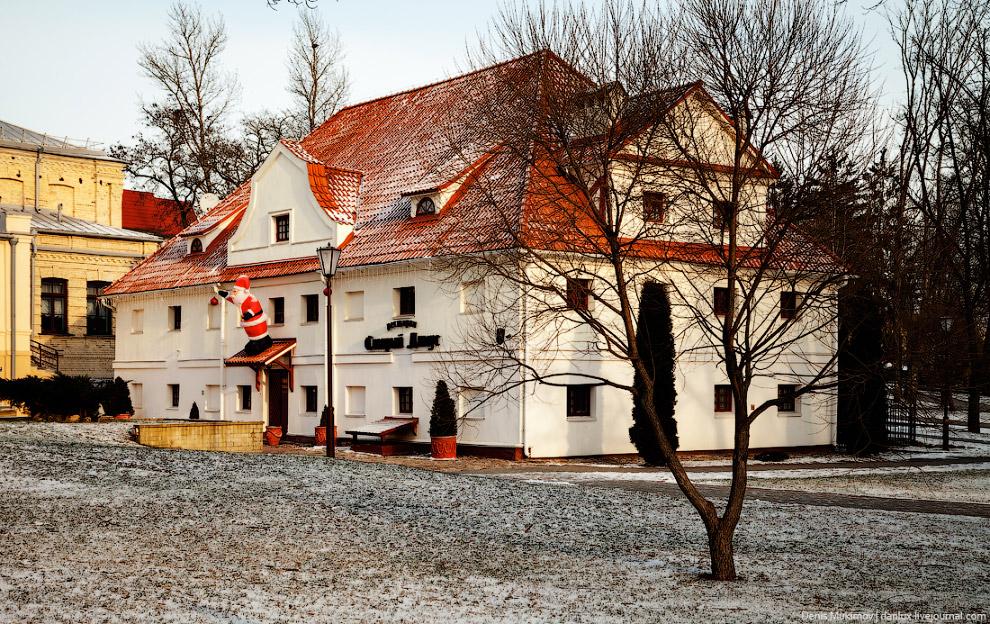 22. Еще один любопытный экспонат — уникальная православная церковь постройки 12 века.