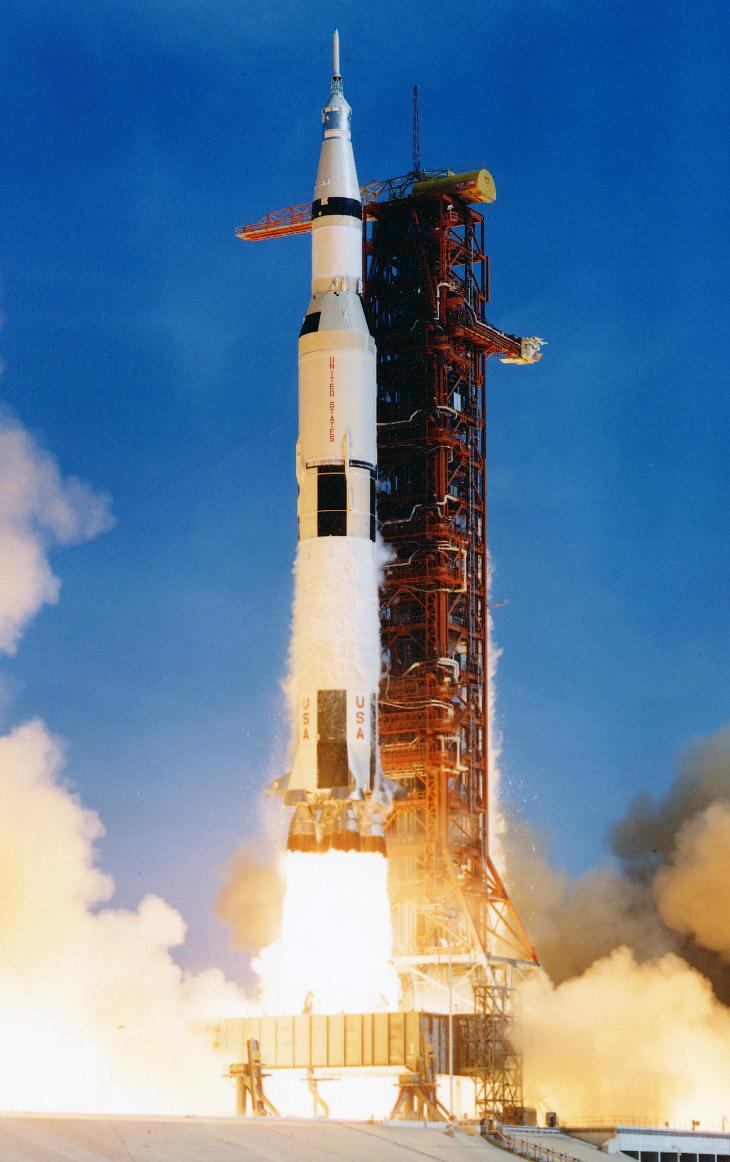 2. Старт ракеты Falcon 9 компании SpaceX с космодрома на мысе Канаверал, штат Флорида, 19 февраля 20