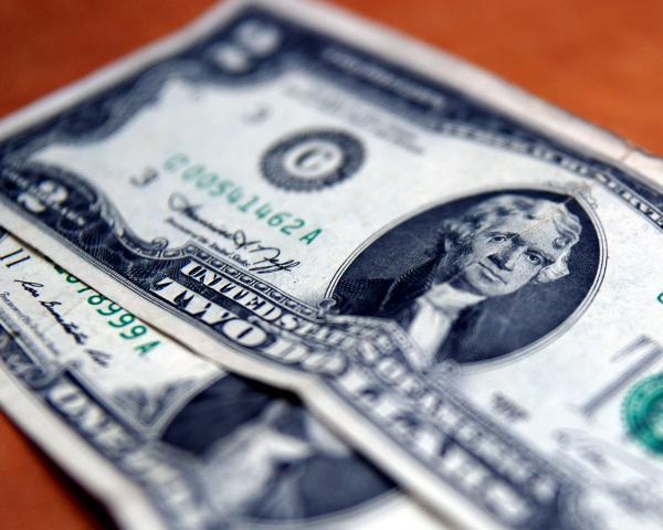 Доллар иевро официально поднялись практически на2 рубля
