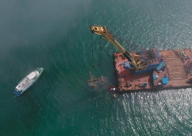 Размещено  видео поднятия содна Черного моря истребителя времен ВОВ