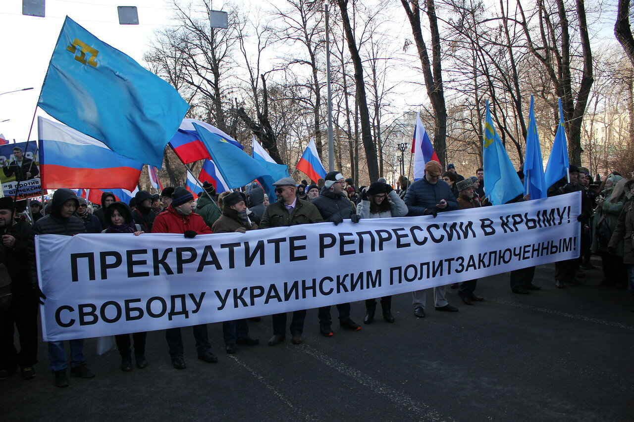 Колонна в поддержку крымских татар