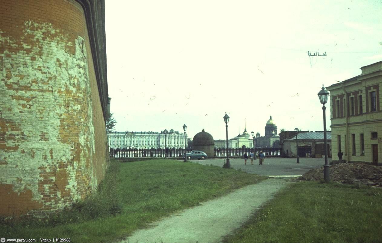 1976 Петропавловская крепость, у Трубецкого бастиона.jpg