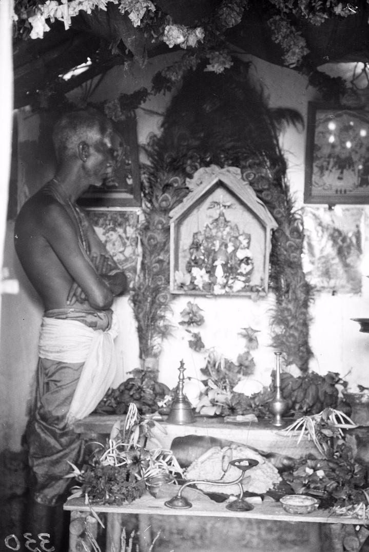 324. Баттикалоа. Алтарь бога Муругана