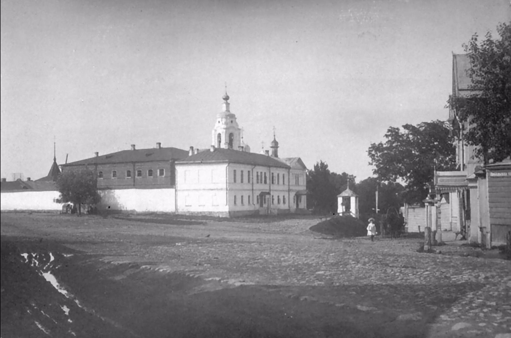 Тюремный замок и Церковь Иконы Божией Матери Утоли моя печали. 1913