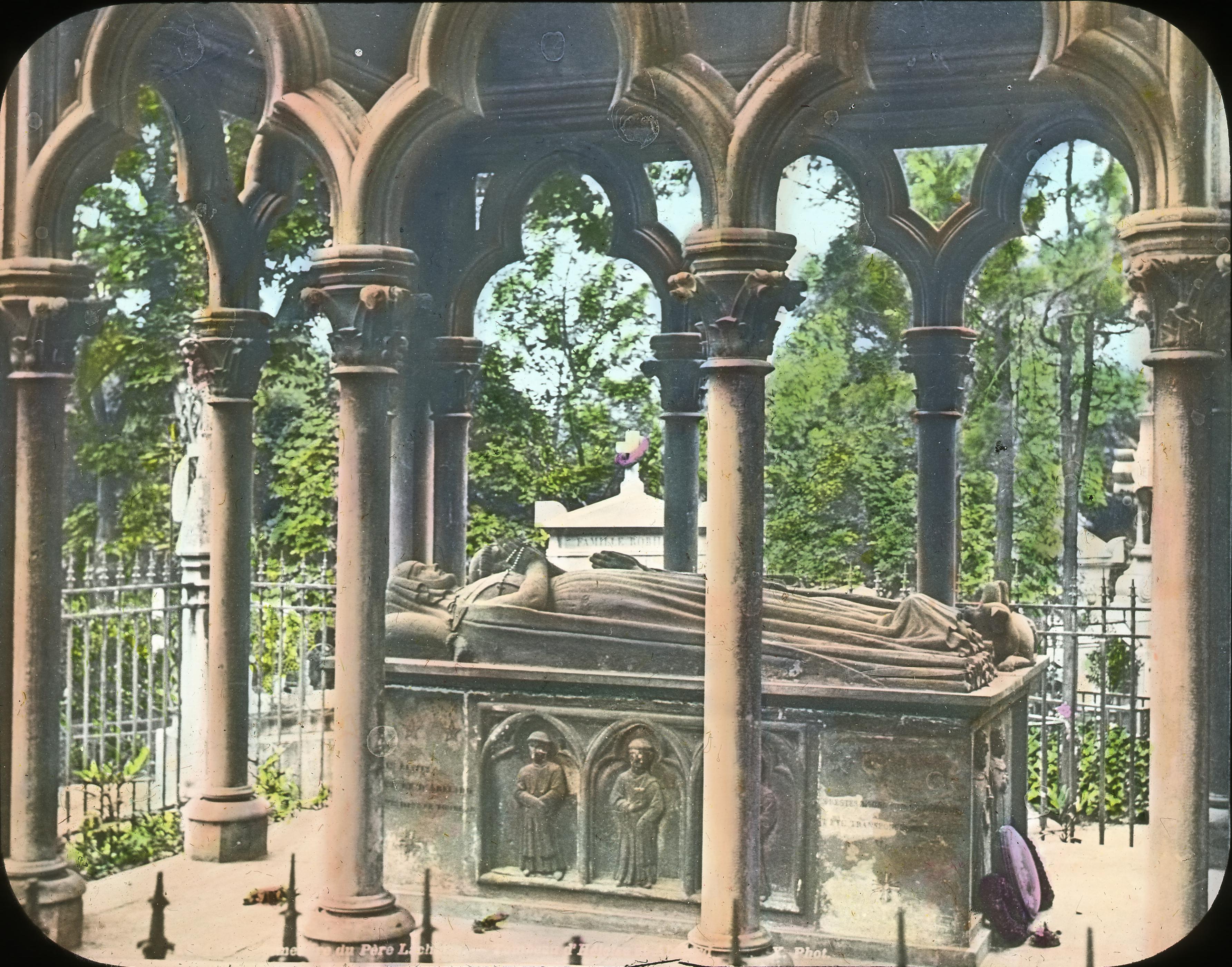 Могилы Пьера Абеляра и Элоизы на кладбище Пер-Лашез