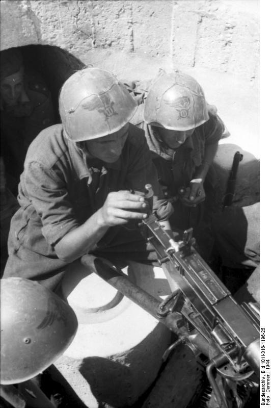 Italien, italienische Soldaten in MG-Stellung