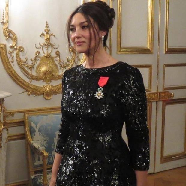 Олланд наградил Беллуччи орденом Почетного легиона
