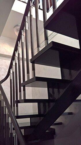 лестница из натурального дерева на 3 этаж