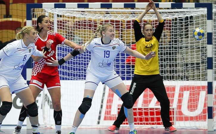 Русские гандболистки проиграли команде Румынии вматчеЧЕ
