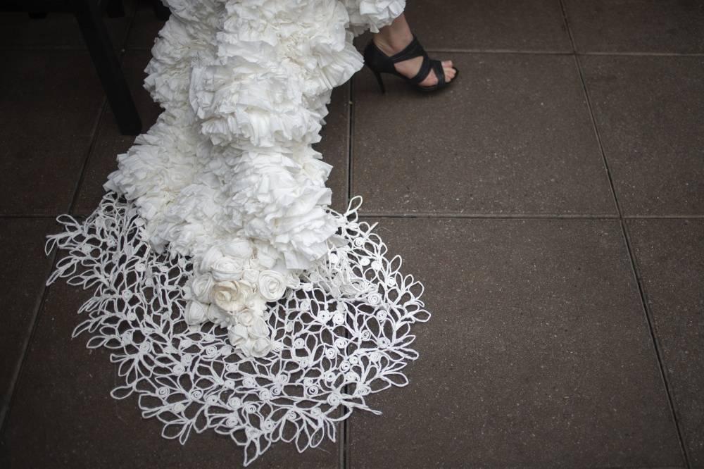 3. Модель представляет платье дизайнера Mimoza Haska из Южной Каролины.
