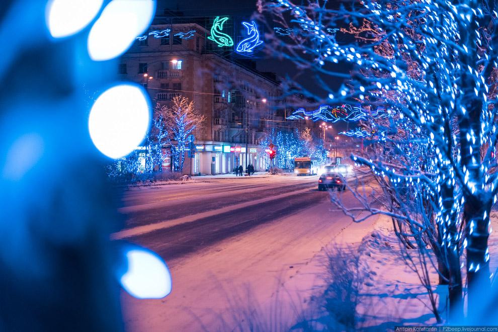 10. Вид на север с гостиницы «Арктика»: стадион «Труд» — слева и проспект Ленина — справа.