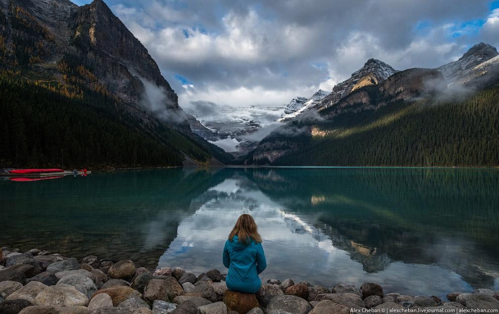 14. Зато рядом с ним находится 4-5 часовой фантастически красивый трек к горному озеру и чайном