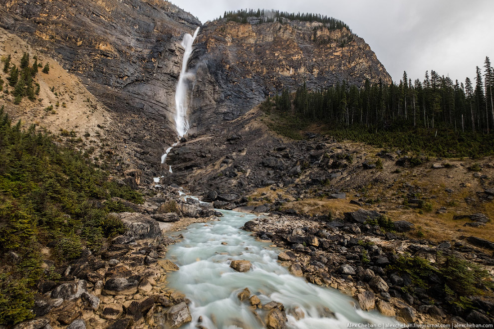 21. Отдельный кайф — это быть за рулём в Скалистых Горах Канады. Золотая осень, удивительные ви