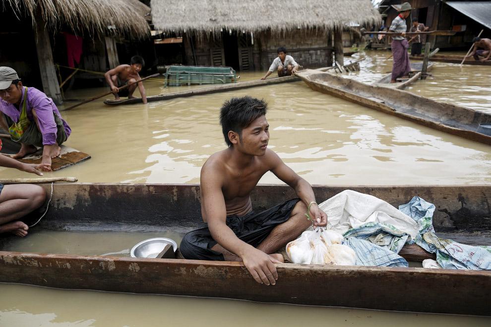 3. Еще недавно тут были рисовые поля, а теперь моря и океаны. Мьянма, 21 июля 2015. (Фото Soe Z