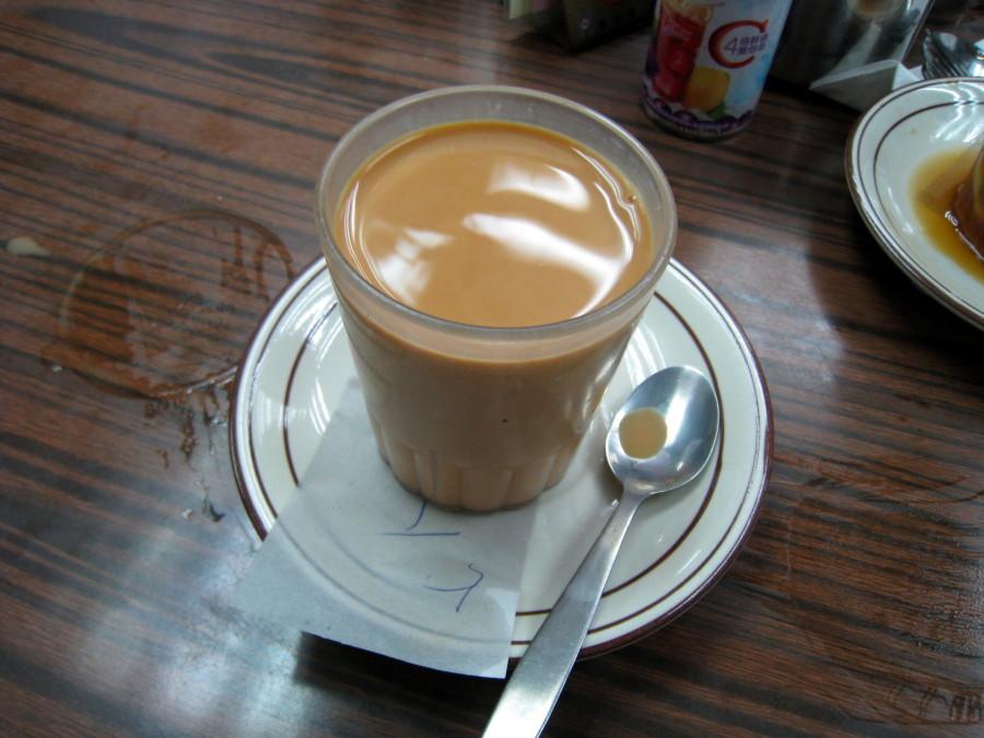 7. Гонконг Гонконгский чай подается холодным, а заваривается он со сгущенным молоком.