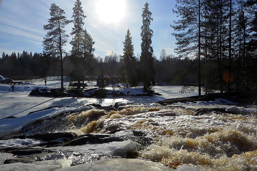 5. Если вы решились поехать в Рускеалу, обязательно заскочите по дороге туда на водопад Ахинкоски. В