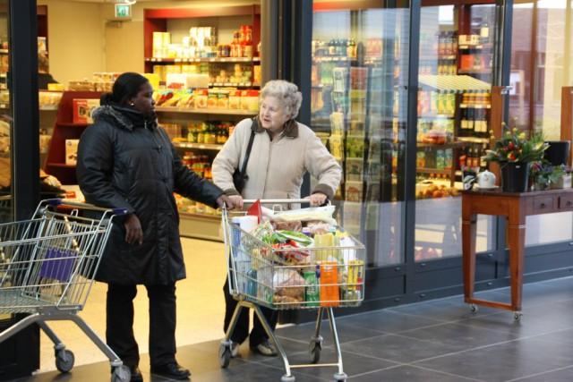 Все Жители Этой Голландской Деревни Страдают от Слабоумия (1 фото)