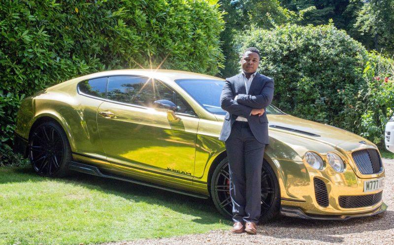 19-летний парень продавал бигмаки, а теперь ездит на золотом Bentley (4 фото)