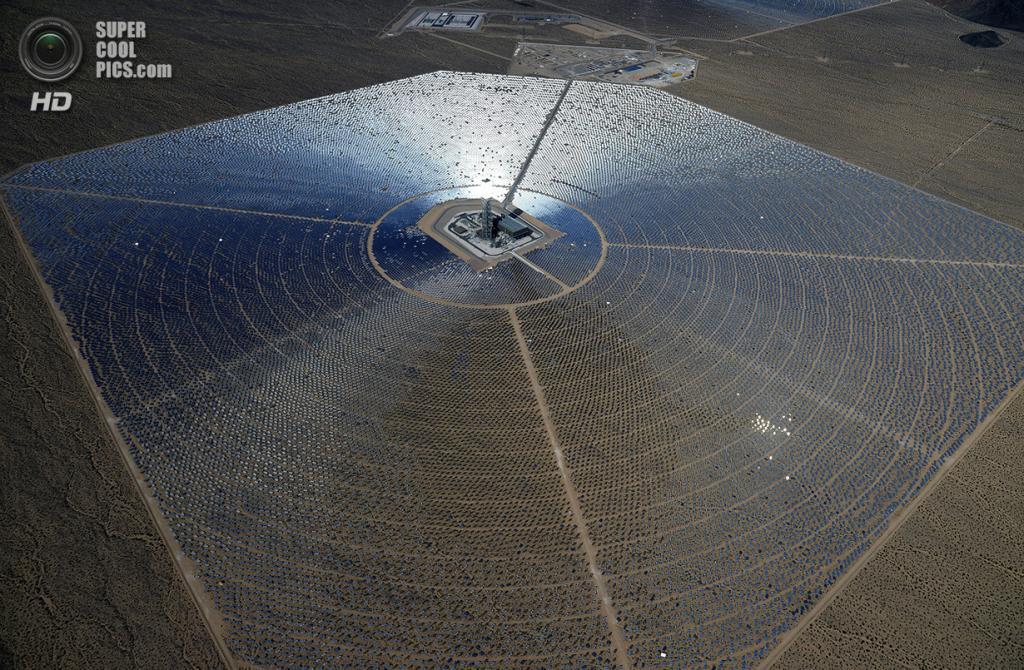 США. Сан-Бернардино, Калифорния. 20 февраля. Одна из трёх электростанций системы «Айванпа». (Eth