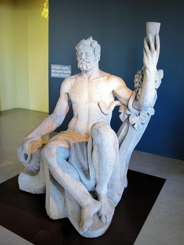 23. На входе в музей статуя Зевса (как кричали дети, которых три разодетые в соболя мамочки, которым