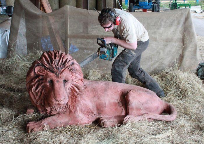 Умелец создаёт невероятно красивые деревянные скульптуры при помощи бензопилы (15 фото)