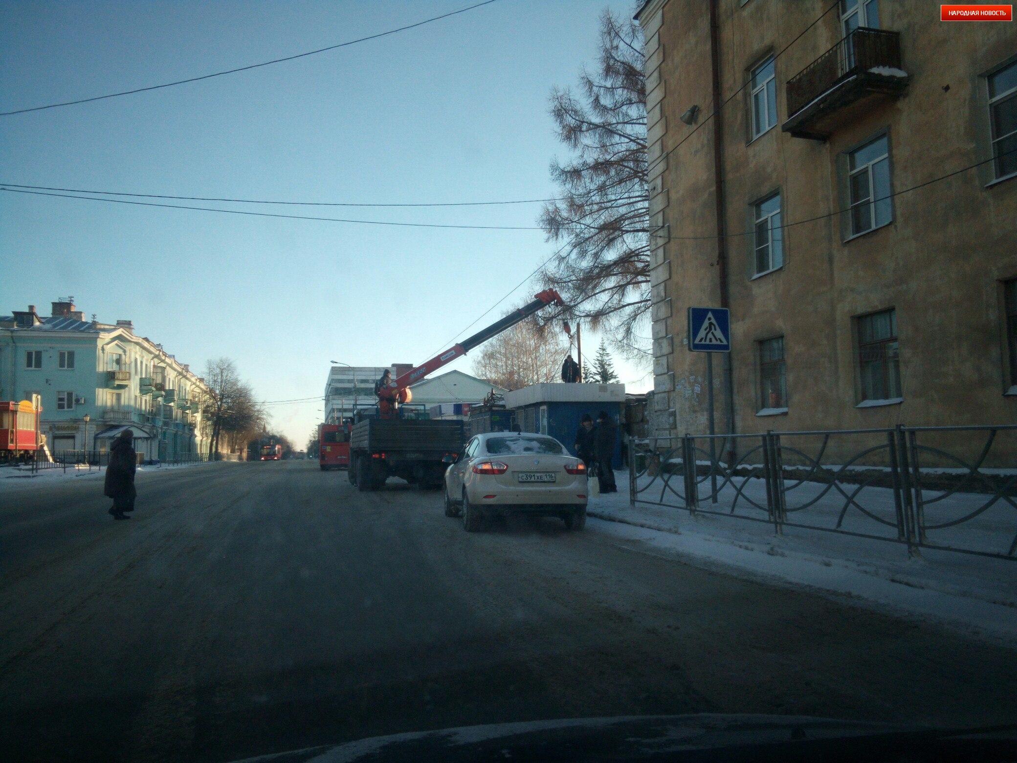 ВКазани снесли 42 нелегально выстроенных торговых павильона
