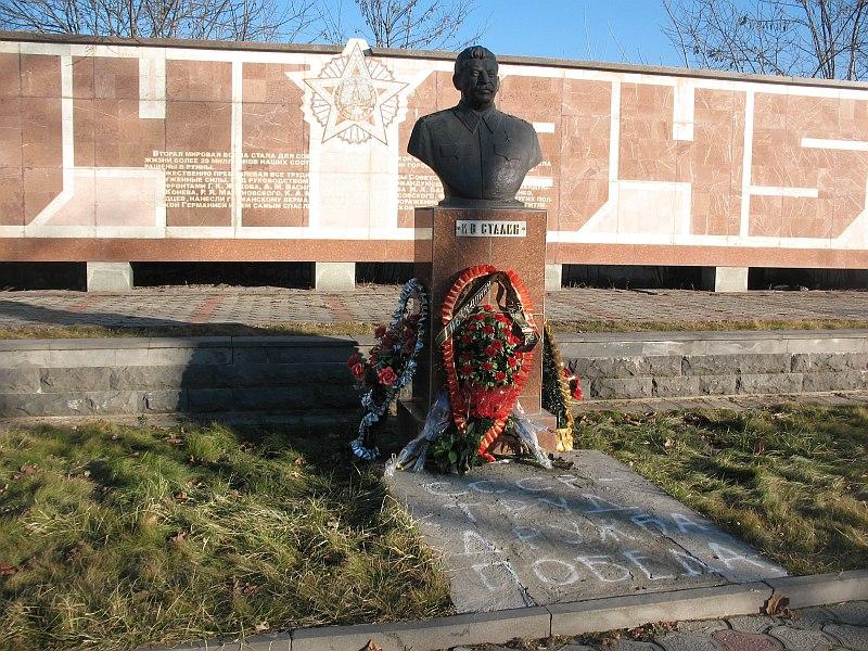 Владикавказ. Бюст открыт в конце декабря 2009-3.jpg