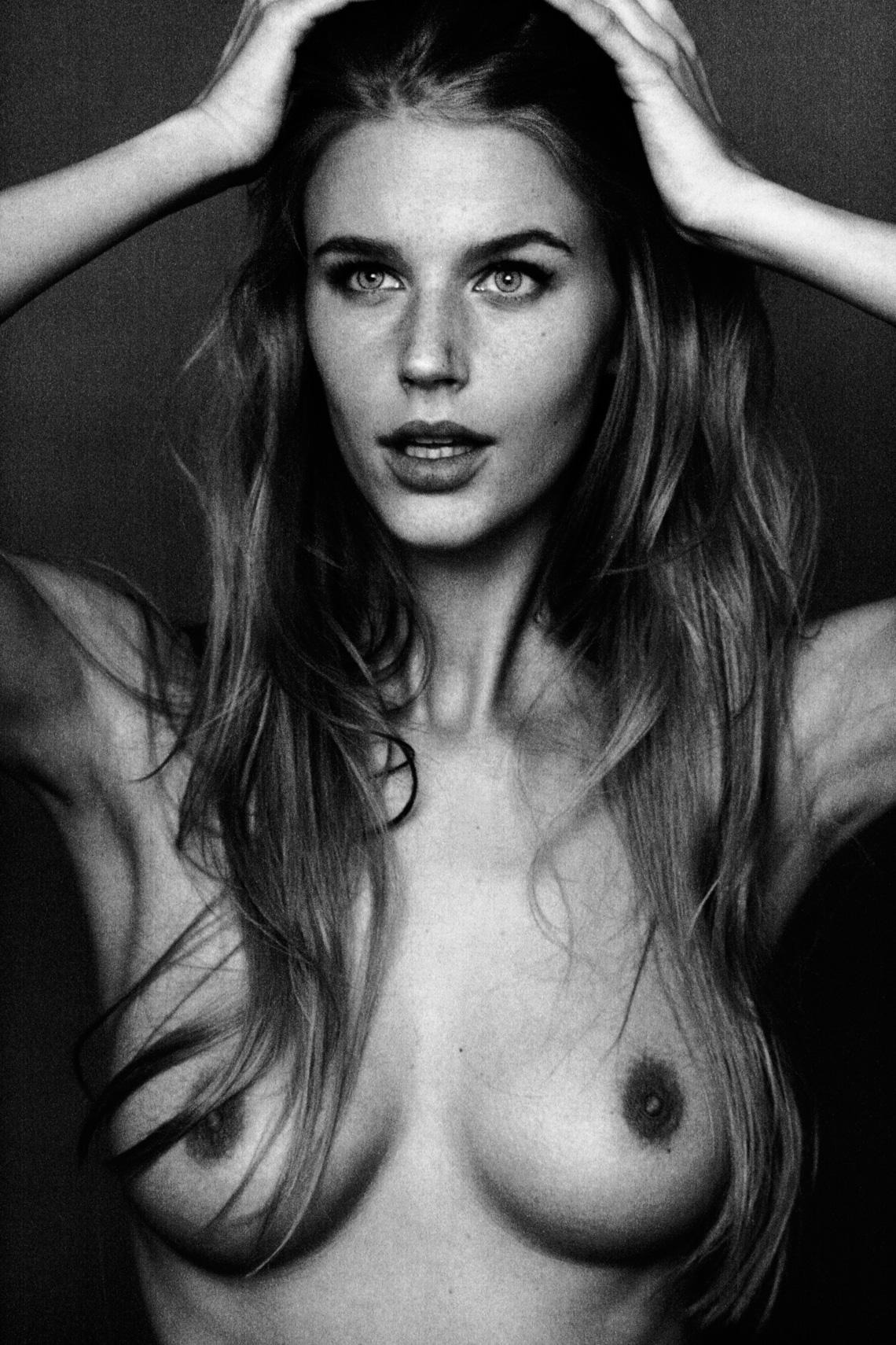 Ванесса Хромик / Vanessa Chromik nude by Luigi Miano - Yume