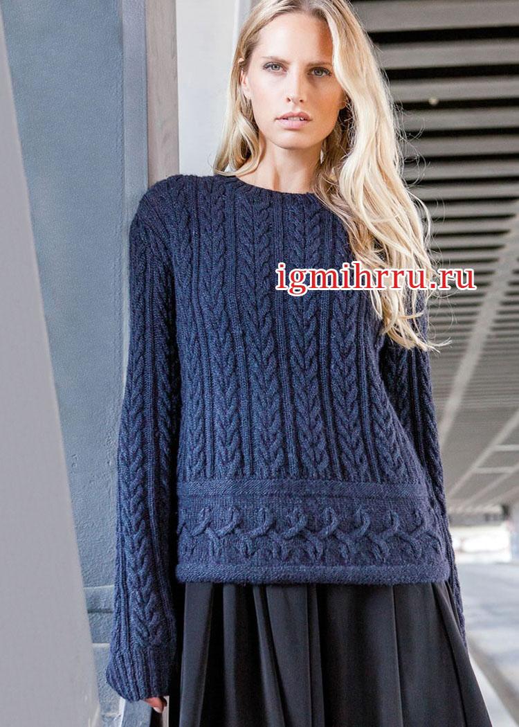 Синий теплый пуловер с выразительными переплетениями. Вязание спицами