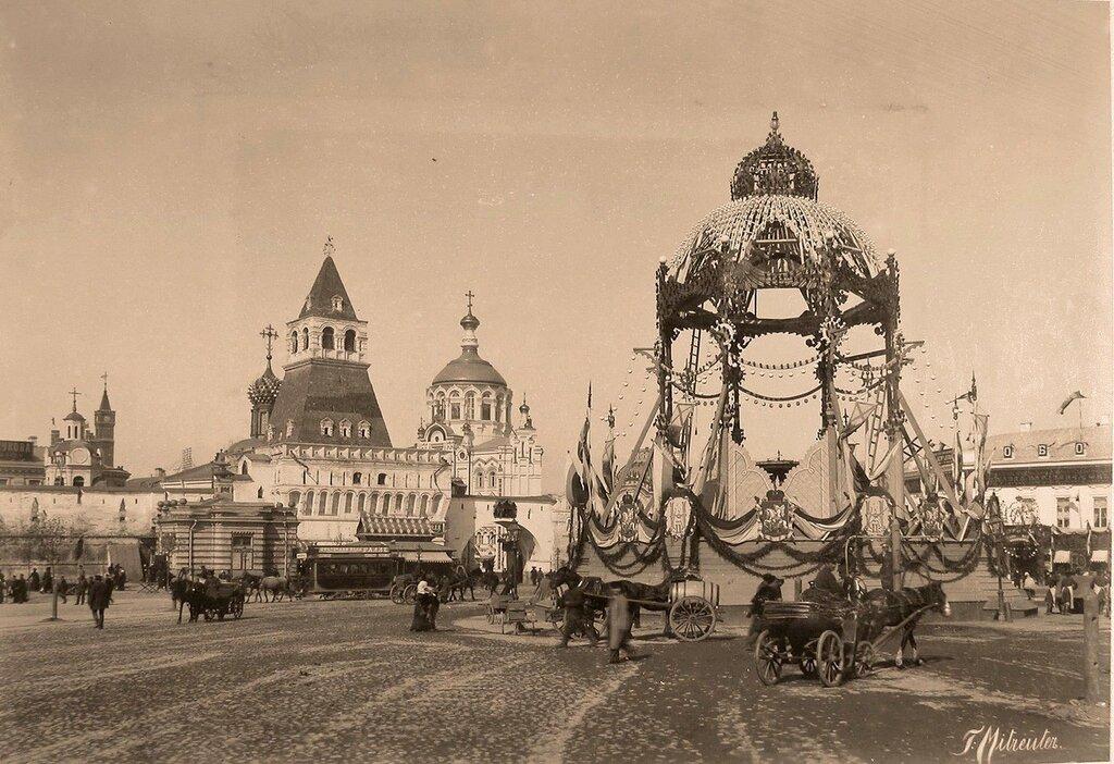 223972 Вид празднично украшенного к торжествам коронации водоразборного фонтана Мытищинского водопровода 1896.jpg