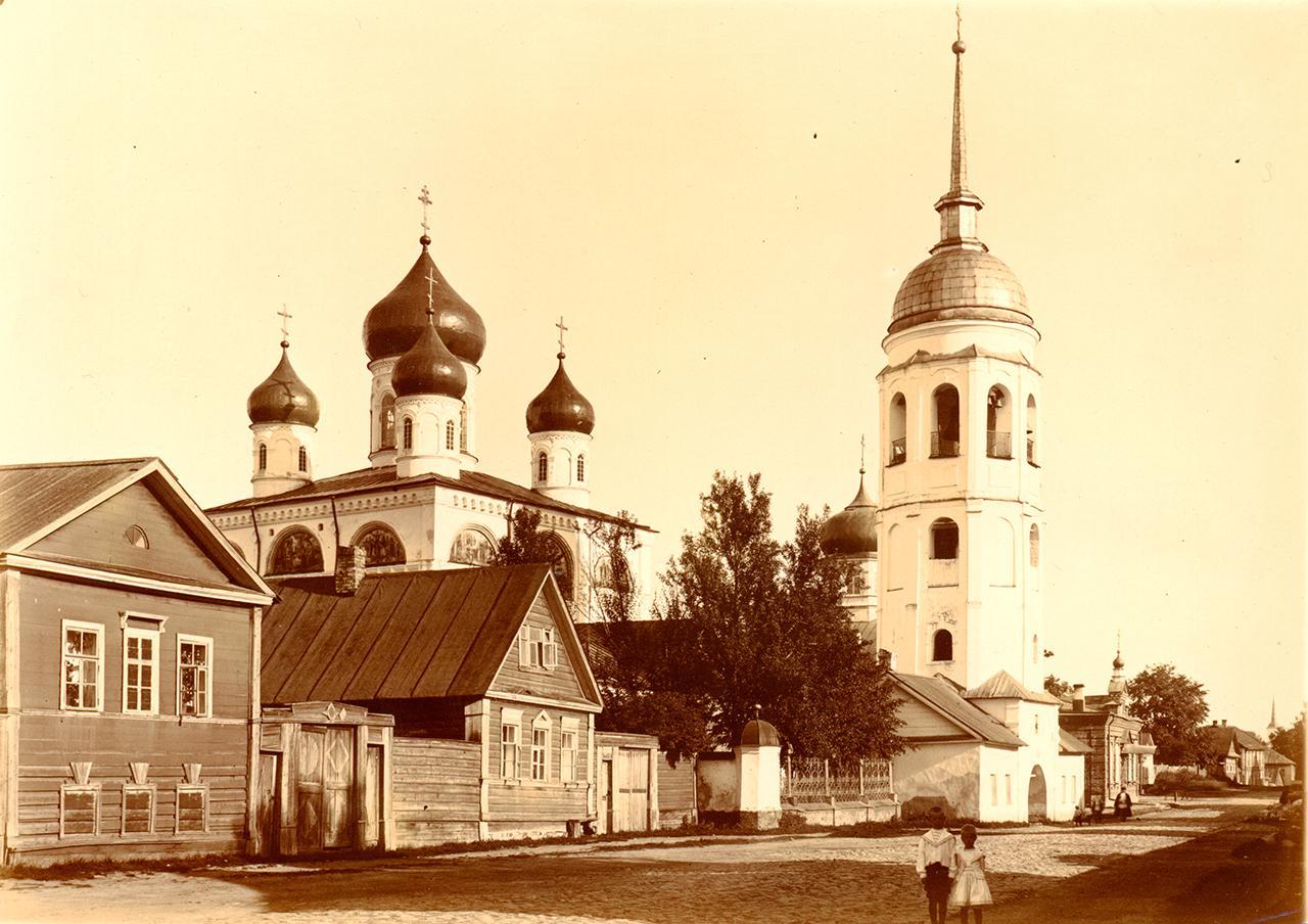 Знаменская церковь, Колокольня церкви Петра и Павла, Колокольня Никольской церкви, Троицкая церковь