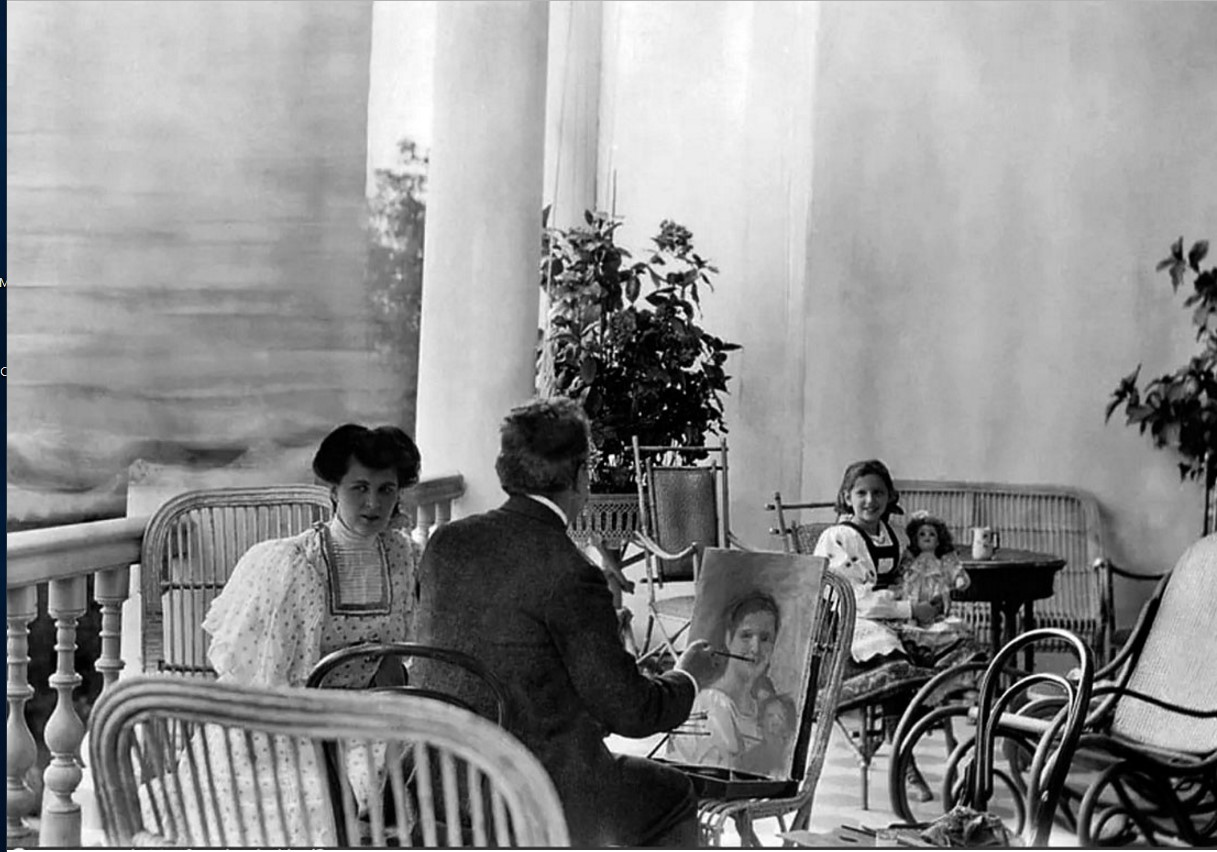 1900-е. Ольга Морозова позирует художнику С. Чечелеву на террасе в усадьбе Одинцово-Архангельское