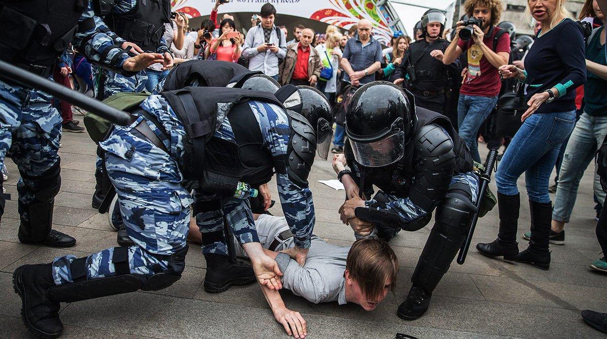 Задержание на Тверской, 12 июня, 2017, справа Варламов