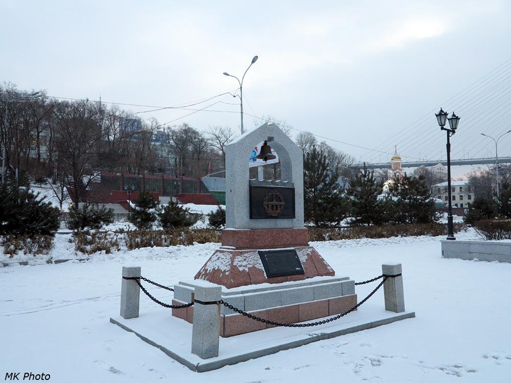 Памятник первым подводникам на Тихом океане