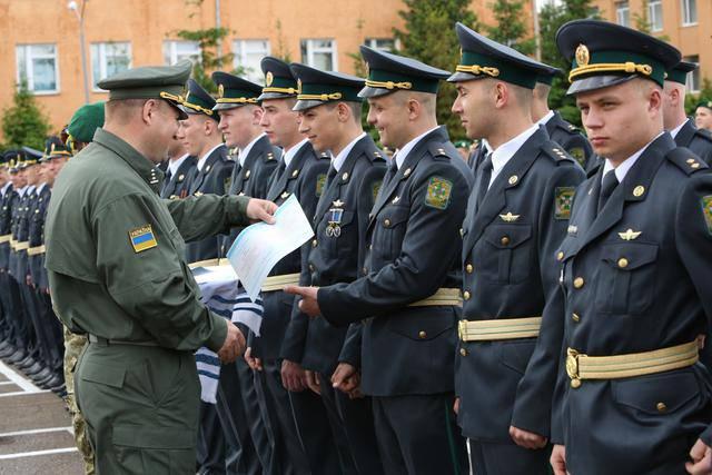 В Национальной академии Госпогранслужбы состоялся выпуск офицеров-пограничников. ФОТОрепортаж