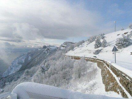 Дорога Ялта-Бахчисарай вКрыму перекрыта из-за схода лавины