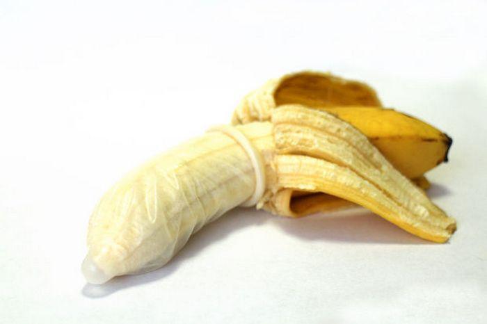 11. Емкость для хранения фруктов. Презерватив может стать прекрасным средством для сохранения банана
