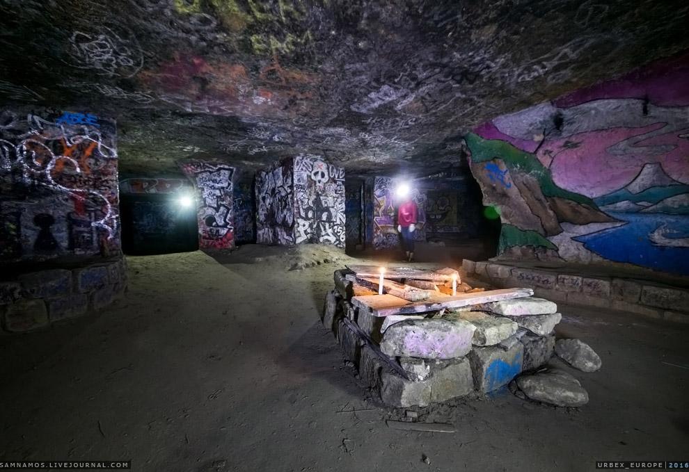 8. Русские в Парижских катакомбах — довольно редкие гости.
